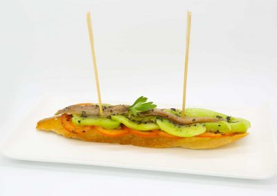Sardina ahumada, Kiwi y Tomate
